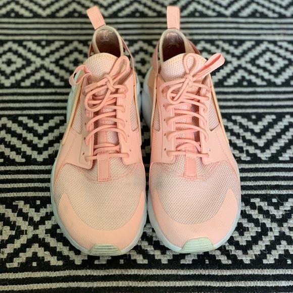 nike huarache light pink